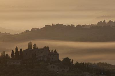 https://imgc.artprintimages.com/img/print/italy-tuscany-san-gimignano-farmhouses-on-ridges-with-fog-at-dawn_u-l-q1gxl7w0.jpg?p=0