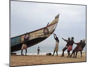 Fishermen, Kerala, India by Ivan Vdovin