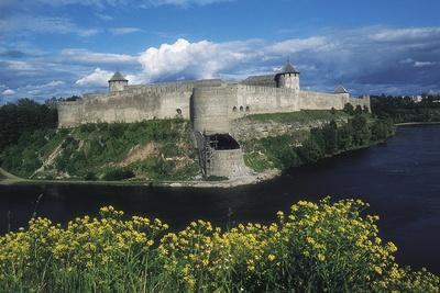 https://imgc.artprintimages.com/img/print/ivangorod-fortress-1492-on-narva-river-on-border-with-estonia-russia_u-l-pv8lfd0.jpg?p=0