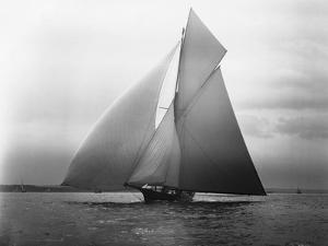 Iverna Yacht at Full Sail