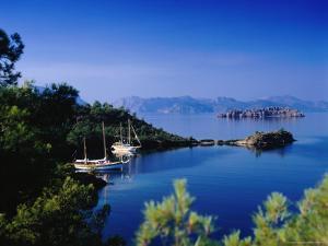 Hisaronu Bay by Izzet Keribar