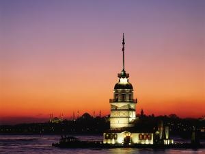 Kiz Kulesi, Uskudar by Izzet Keribar