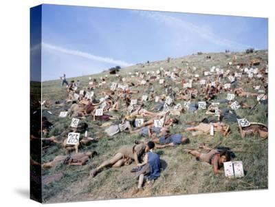 """Extras Playing Dead People Hold Numbered Cards Between Takes During Filming of """"Spartacus"""""""