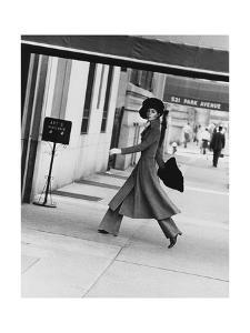 Vogue - August 1968 - Windsor Elliot, 1968 by Jack Robinson