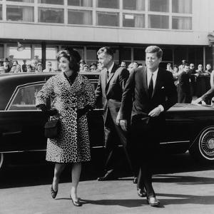Jackie Kennedy Depart for India in Oleg Cassini Leopard Skin Coat, Mar. 8, 1962