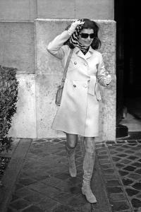 Jackie Kennedy Onassis (Nina Ricci Sunglasses, Gucci Bag) Leaving Crillon Hotel, Paris, 1970