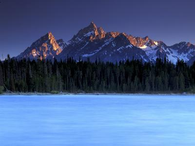 https://imgc.artprintimages.com/img/print/jackson-lake-and-tetons-at-sunrise-grand-teton-national-park-wyoming_u-l-pu77h70.jpg?p=0