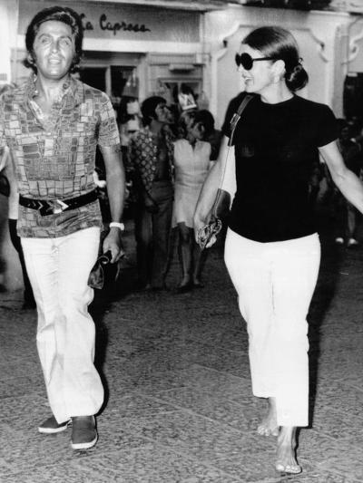 Jacqueline Kennedy Onassis and Fashion Designer Valentino in Capri, Italy, Aug 24, 1970--Photo