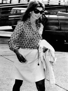 Jacqueline Kennedy Onassis Walks Through Rome's Leonardo Da Vinci Airport