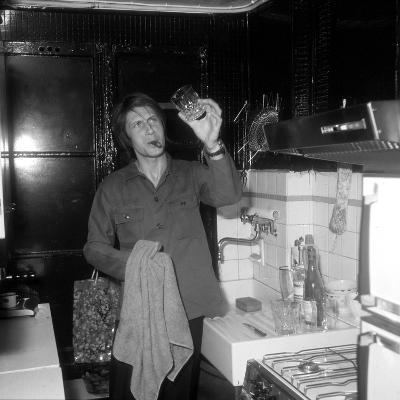 Jacques Dutronc Washing a Glass and Smoking a Cigar in 1972-Marcel Roldes-Photographic Print