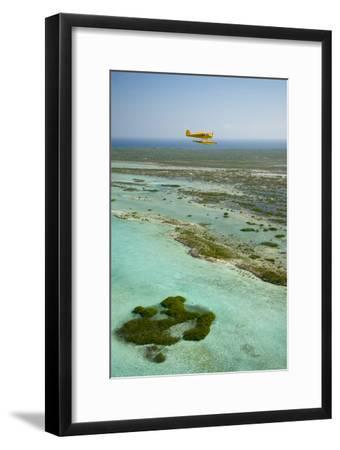 A PA18 Super Cub Floatplane Explores the Beaches of Conception Island