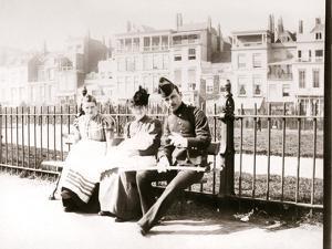 People on a Bench, Rotterdam, 1898 by James Batkin