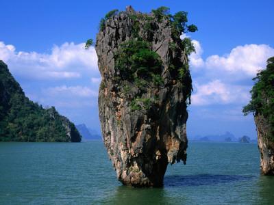 https://imgc.artprintimages.com/img/print/james-bond-island-ko-phing-kan_u-l-pd51w90.jpg?p=0