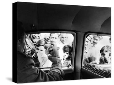 Indian children looking into puppeteer Bil Baird's car, March 1962.