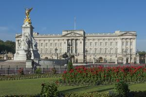 Buckingham Palace and the Queen Victoria Monument, London, England, United Kingdom by James Emmerson