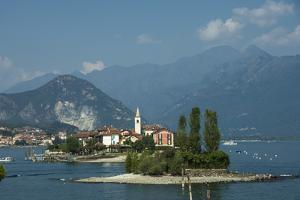 Isola dei Pescatori, from Isola Bella, Borromean Islands, Lake Maggiore, Piedmont, Italian Lakes, I by James Emmerson