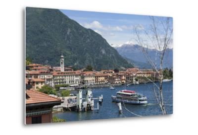Lake Tourist Boat Arriving, Bellagio, Lake Como, Italian Lakes, Lombardy, Italy, Europe