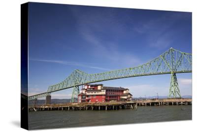 Astoria-Melger Bridge, Cannery Pier Hotel on the Columbia River, Astoria, Oregon, USA