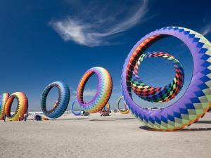 Circoflex Kites, International Kite Festival, Long Beach, Washington, USA by Jamie & Judy Wild