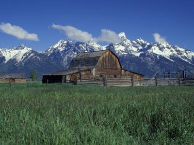 Jackson Hole Homestead and Grand Teton Range, Grand Teton National Park, Wyoming, USA
