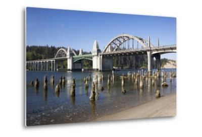 Siuslaw River Bridge, Built in 1936, on Highway 101, Florence, Oregon, USA