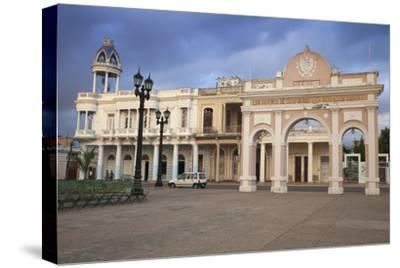 The Arch of Truimph and to the Left Casa De La Cultura Benjamin Duarte