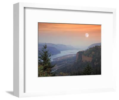 Moon Hangs Over the Vista House, Crown Point, Columbia river Gorge, Oregon, USA