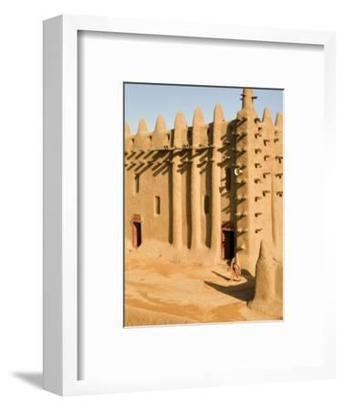 Mosque at Djenne, the largest mud-brick building in the world, Mali, West Africa