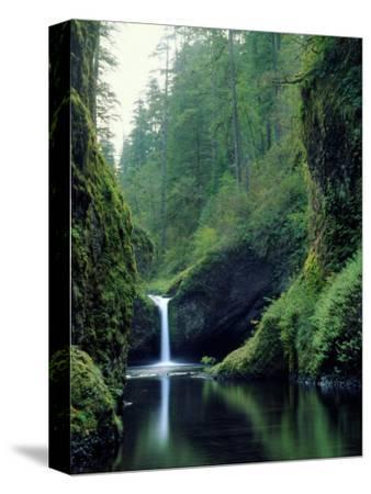 Punch Bowl Falls, Eagle Creek, Columbia River Gorge Scenic Area, Oregon, USA