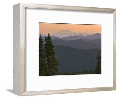 View of Washington Cascade Mountain Ranges, Washington State, USA