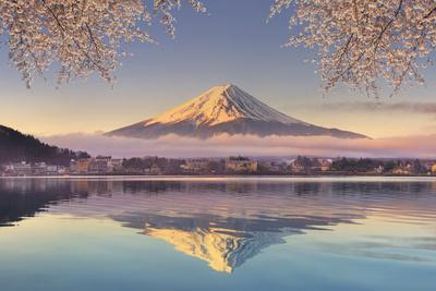 https://imgc.artprintimages.com/img/print/japan-yamanashi-prefecture-kawaguchi-ko-lake-and-mt-fuji_u-l-q12swrs0.jpg?p=0