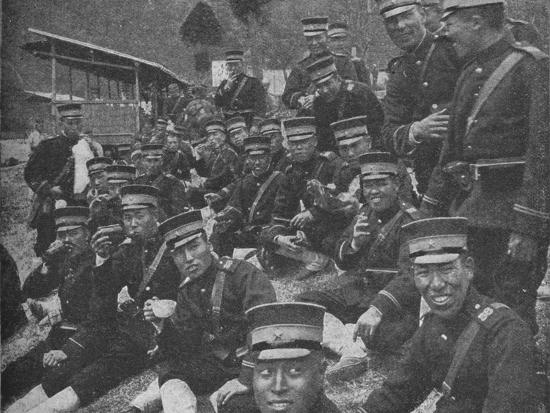 Japanese soldiers on the way to the front: the noonday meal of tea and rice, 1904-1905-Unknown-Photographic Print