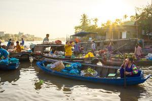 Early morning at Phong Dien floating market, Phong Dien District, Can Tho, Mekong Delta, Vietnam by Jason Langley