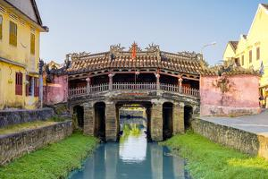 The Japanese Covered Bridge in Hoi An ancient town, Hoi An, Quang Nam Province, Vietnam by Jason Langley