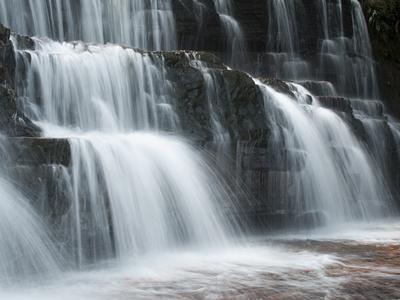 https://imgc.artprintimages.com/img/print/jasper-falls-canaima-national-park-venezuela_u-l-peu2g40.jpg?p=0