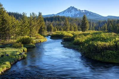 Oregon. Mt. Bachelor and Deschutes River