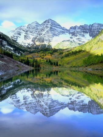 USA, Colorado. Rocky Mountains, Maroon Bells Reflect into Maroon Lake