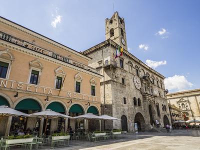 Caffe Meletti and Palazzo Dei Capitani Del Popolo, Piazzo Del Popolo, Ascoli Piceno