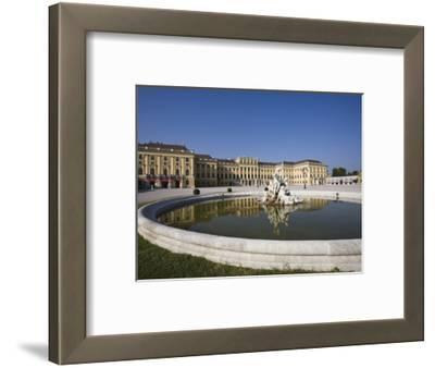 Front Facade, Schonbrunn Palace, UNESCO World Heritage Site, Vienna, Austria, Europe