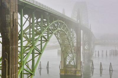 USA, Oregon. Yaquina Bay Bridge in Fog
