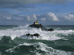 Phare de Tevennec, mer d'Iroise by Jean Guichard
