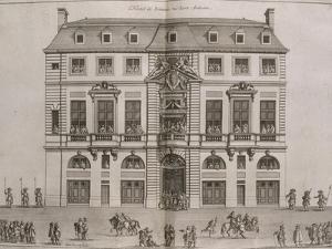 Figure XIV: vue de la façade de l'Hôtel de Beauvais rue Saint-Antoine au balcon duquel la by Jean Marot