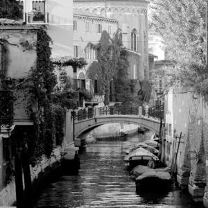 Cinque calli di Venezia 5 by Jeff Pica