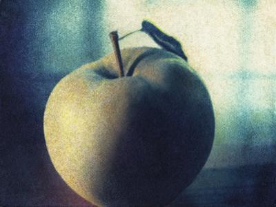 Green Apple by Jennifer Kennard