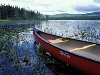 Canoeing on Lake Tarleton, White Mountain National Forest, New Hampshire, USA