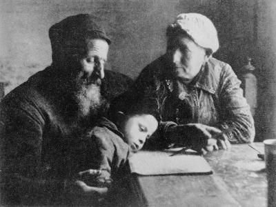 Jewish Family--Photographic Print
