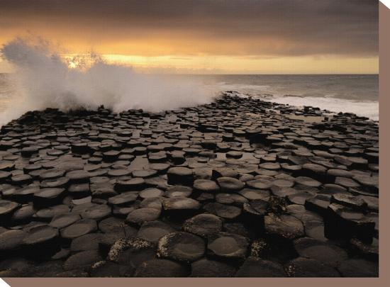 jim-richardson-surf-crashes-onto-the-giant-s-causeway-rocks