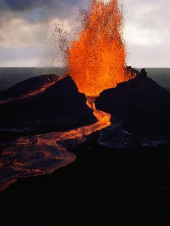 Puu Oo Crater Erupting by Jim Sugar