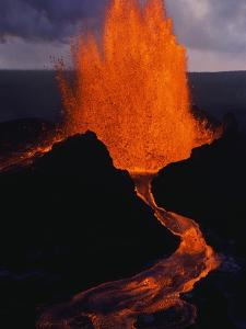Puu Oo Crater Erupting by Jim Sugar