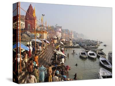 Ghats on the River Ganges, Varanasi (Benares), Uttar Pradesh, India, Asia
